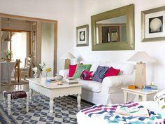 Todo en esta vivienda está creado para rentabilizar al máximo el espacio: mobiliario hecho a medida, espacios compartidos... El resultado: una mini casa a la que no le falta ningún detalle.