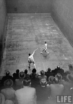 Old school - Squash - Si tengo que jugar aquí, me muero!!!!