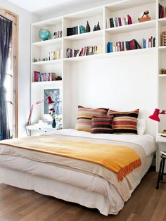 This boys bedroom lego most certainly is an inspiring and extremely good idea Bedroom Decor Design, Storage Bench Bedroom, Bedroom Makeover, Bookshelves In Bedroom, Bedroom Storage, Tiny Bedroom, Storage Furniture Bedroom, Bedroom Inspirations, Small Room Bedroom