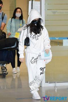 Yg Entertainment, South Korean Girls, Korean Girl Groups, Lisa, Blackpink Fashion, Jennie Blackpink, Airport Style, Airport Fashion, Cool Outfits