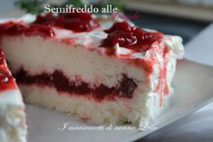Semifreddo alle fragole Cheesecake, Cake & Co, Italian Recipes, Mousse, Food And Drink, Menu, Pudding, Ice Cream, Sweets