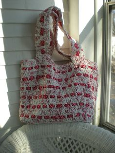 Finally after much delay due to the many illnesses on behalf of my family, I return to my blog with my promised plarn grocery/beach bag pa...