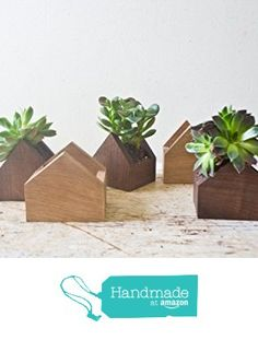 Tiny House Shaped Plant Box - Walnut Natural Wood Pot Succulent Planter Wooden Planters Centerpiece Handmade Weddings Home Is Where The Heart Is from WhiskyGinger Diy Wood Projects, Wood Crafts, Diy And Crafts, Plant Box, Diy Plant Stand, Wooden Planters, Diy Planters, Wooden Shelf Design, Succulent Planter Diy