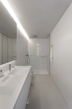 Contemporary House Designed by the Spanish Firm Fran Silvestre Arquitectos Diy Bathroom Remodel, Bathroom Renos, Bathroom Interior, Modern Bathroom, Small Bathroom, Spanish Bathroom, Interior Minimalista, Home Decor Quotes, Spanish House
