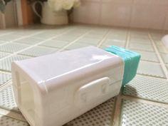 ウタマロ石鹸で「ちょこっと洗い」をする時に便利なアイテムをダイソーで発見♪ 以前こちらでもウタマロ石鹸の収納法をご紹介させて頂きましたが、そちらと併せて2つの収納法でグッ!!と汚れ物洗いのハードルを下げる事が出来ました。 ウタマロ石鹸を愛用中の我が家。 「ガッツリ汚れ」から「ちょこっと汚れ」まで。 ウタマロ石鹸を使いこなして洋服のスッキリ綺麗を増やしていってみませんか^^?