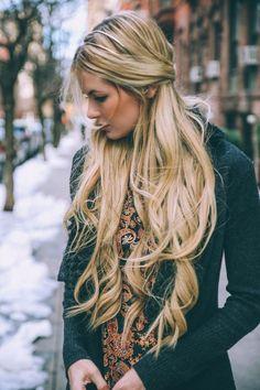 Blonde hair, gold blonde hair, preppy hairstyles, long haircuts, boho h Blonde Makeup, Gold Blonde Hair, Long Blonde Curly Hair, Makeup For Blondes, Long Hair Cuts, Hair Makeup, Long Curly, Preppy Hairstyles, Twist Hairstyles