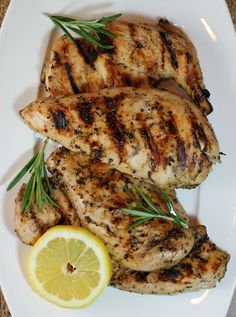 This Lemon Pepper Iced Tea Chicken uses my absolute favorite marinade. Tart, sweet, peppery, garlicky, and each chicken breast is only 206 calories! Ww Recipes, Turkey Recipes, Chicken Recipes, Dinner Recipes, Cooking Recipes, Healthy Recipes, Turkey Dishes, Skinny Recipes, What's Cooking