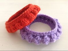 Like knitting bracelet crochet wool, warm and very original. Crochet Stitches, Crochet Hooks, Knit Crochet, Crochet Patterns, Crochet Bracelet, Crochet Earrings, Knitting Wool, Crochet Videos, Yarn Projects