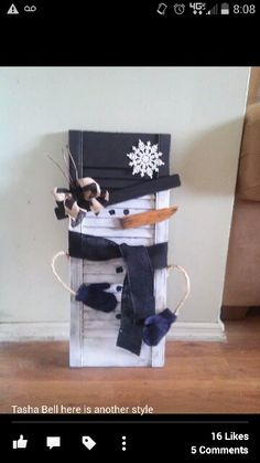 Learn how to create easy and cheap Christmas decorations with these awesome Snowman shutters You can buy most of the supplies at your local dollar store and within no time you'll have gorgeous and inexpensive DIY holiday decorations! Easy Christmas Decorations, Christmas Wood Crafts, Cheap Christmas, Snowman Crafts, Christmas Projects, Simple Christmas, Holiday Crafts, Shutter Projects, Vintage Inspiriert