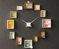 Como fazer um relógio original. Quando se trata de decorar a sua casa a criatividade é o limite; pode usar elementos tão originais como a tinta de lousa para seus espaços, caixas de morangos para elaborar incríveis trabalhos manuais...
