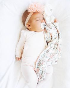 this baby headband and blanket are just too sweet Lil Baby, Baby Kind, Cute Baby Girl, Little Babies, Cute Babies, Baby Girls, Foto Baby, Cute Baby Pictures, Everything Baby