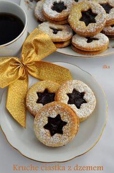 Dzisiaj również ciasteczka. Z tą różnica, że te są kruche i przekładane dżemem:) Składniki na ok. 30-40szt. 300g mąki 200g ma... Christmas Cookies Gift, Christmas Baking, Cake Cookies, Sugar Cookies, Pineapple Coconut Bread, Baking Recipes, Cookie Recipes, Biscuits, Cookie Gifts