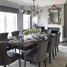 Sophie Paterson Interiors is one of our favourite interior designer companies in London and Surrey so we were excited to see The latest project in Cobham. Luxury Dining Room, Elegant Dining Room, Beautiful Dining Rooms, Dining Room Design, Dining Room Chairs, Lounge Chairs, Dining Area, Interior Exterior, Luxury Interior