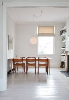 Charming Minimalist Dining Room Design with American Style Ideas - Decorate Your Home Minimalist Dining Room, Minimalist Living, Ideas Hogar, Living Spaces, Living Room, Home And Deco, Dining Room Design, Dining Area, Dining Tables