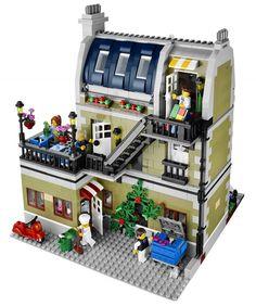 2014 LEGO Parisian Restaurant. I have this set! Hehehehe!