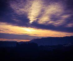 O sol nascente. 🌄 Bom dia! 😊 Hoje começo o meu dia com esta fotografia que tirei já à algum tempo mas que adoro e decidi partilhar…
