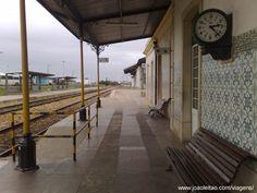 Estação de comboios de Portimão no Algarve, Portugal Algarve, Train Station, Cities, Landscapes, Study, Bar, Lisbon Portugal, Antique Photos, Iron