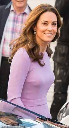 Kate Middleton stuns in a lilac dress at conference in London Estilo Kate Middleton, Kate Middleton Photos, Kate Middleton Style, Pippa Middleton, Duchess Kate, Duke And Duchess, Prince William And Kate, William Kate, Elisabeth Ii