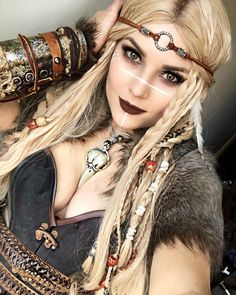 Beautiful Viking Cosplay Take a look at our Viking jewelry: ww . - Beautiful Viking Cosplay Take a look at our Viking jewelry: www. Vikings Costume Diy, Viking Halloween Costume, Vikings Halloween, Women Halloween, Female Viking Costume, Halloween Cosplay, Viking Hair, Viking Dress, Viking Warrior Woman