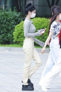 South Korean Girls, Korean Girl Groups, The Encounter, White Jeans, Jimin, Street Style, Pants, Outfits, Fashion