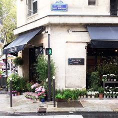 In between meetings presentations and coffee dates you'll most likely also stumble upon cute flower shops in this city  by parisinfourmonths