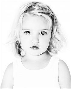 High Key Photography, Black And White Photography Portraits, Black Background Photography, Art Photography Portrait, Fashion Photography Poses, Black And White Portraits, Children Photography, Family Photography, White Background Portrait