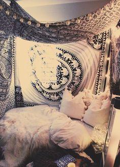 Cozy Bohemian Bedroom Design Ideas For The Comfort Of Your Sleep 35 Dream Rooms, Dream Bedroom, Bedroom Inspo, Bedroom Decor, Bedroom Ideas, Tapestry Bedroom, Tapestry Wall, Boho Room, Bohemian Bedroom Diy