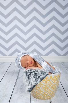 great pattern to go with the chevron! I would use light pink for my girls room ;)