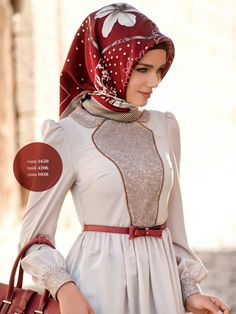 Love the turkish hijab style - looks like this is wrapped around the front and tied in back Turkish Hijab Style, Turkish Fashion, Islamic Fashion, Muslim Dress, Hijab Dress, Hijab Outfit, Modest Outfits, Modest Fashion, Hijab Fashion