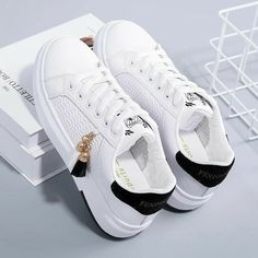 Fashion Boots, Sneakers Fashion, Shoes Sneakers, Canvas Sneakers, Pretty Shoes, Beautiful Shoes, Sock Shoes, Shoe Boots, Kawaii Shoes