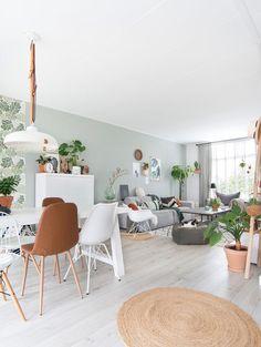 Living Room Green, Bedroom Decor For Couples, Light Green Walls, Living Room Scandinavian, House Interior, Green Walls Living Room, Living Room Wall Color, Nordic Living Room, Colourful Living Room Decor