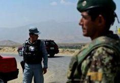 6-Aug-2014 11:42 - AFGHAANS AGENT DOODT 7 COLLEGA'S. In de zuidelijke Afghaanse stad Tarin Kowt heeft een politieagent bij een controlepost zeven collega's doodgeschoten, meldt een woordvoerder van de provincie Uruzgan. Hij zei dat de aanvaller ervandoor ging in een politieauto met de wapens van de slachtoffers. De woordvoerder zei dat de schutter een lid van de Taliban is, die hij verantwoordelijk stelde voor het bloedbad. Het incident komt nog geen 24 uur na de schietpartij in een...