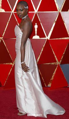 Oscars Black Panther star Danai Gurira walks the red carpet in Gabriela Hearst Allison Janney, Gabriela Hearst, Cultural Events, Salma Hayek, African Americans, Oscars, Black Panther, Walks, Movie Stars