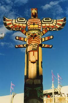 First Nations Totem Pole Native American Totem, Native American History, Native American Indians, Tatoo Africa, Totems, Indien Design, Native Canadian, Pole Art, Tlingit