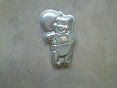 Winnie the Pooh with Balloon Wilton Character Pan