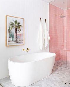 White Bathroom, Modern Bathroom, Bathroom Bath, Beach Bathrooms, Minimalist Bathroom, Master Bathroom, Concrete Bathtub, Concrete Basin, Cute Shower Curtains
