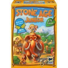 Stone Age Junior von Hans im Glück ist das KINDERSPIEL DES JAHRES 2016!<br /> <br /> Mit Jono und Jada, den beiden Steinzeitkindern, geht es auf eine Reise in die Vergangenheit. Dabei gibt es viel zu entdecken. <br /> <br /> Die Kinder spielen nach, wie die ersten Menschen sesshaft wurden. Der Ablauf dabei ist simpel: Die Spieler wählen eine der verdeckten Bewegungsscheiben und bewegen ihre Figur entsprechend. Auf dem Feld, das sie erreichen, bekom...