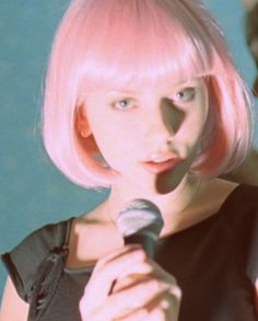 Imagem de lost in translation, Scarlett Johansson, and hair Lost In Translation, Scarlett Johannson, Audrey Hepburn Movies, Hair Up Or Down, Sofia Coppola, Pink Hair, Movies And Tv Shows, Movie Tv, Your Hair