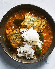 Sri Lankan Fish Curry w/ Summer Tomatoes Cod Fish Recipes, Whole30 Fish Recipes, Baked Salmon Recipes, Curry Recipes, Seafood Recipes, Indian Food Recipes, Asian Recipes, Healthy Recipes, Asian Foods