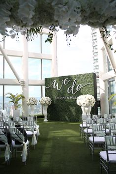 & do& green ceremony backdrop and faux grass wedding aisle // Five Que. & do& green ceremony backdrop and faux grass wedding aisle // Five Que. & do& green ceremony backd. Wedding Stage, Wedding Ceremony Decorations, Wedding Centerpieces, Wedding Venues, Dream Wedding, Trendy Wedding, Wedding Backdrops, All White Wedding, Rooftop Wedding