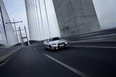 럭셔리 세단에 대한 최고의 기대치인 '안락함과 안정성'을 기반으로 주행의 역동성까지 크게 강화된 LS 460 AWD. | Lexus i-Magazine Ver.3 앱 다운로드 ▶ www.lexus.co.kr/magazine #Lexus #Magazine #LS #LS460 #AWD