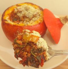 This turkey stuffed squash with parmesan breadcrumbs is low fodmap, gluten free and refined sugar free. The topping is made with brown rice breadcrumbs.