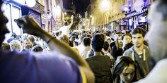 Toujours une rue du quartier du Marais, mais le soir, pendant la fête de la musique 2014.