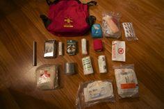 Toimiva ensiapulaukku: Ensiapulaukku on tärkeä, kun lähdetään retkelle. Retkeillessä sattuu ja tapahtuu isompaa ja pienempää, ja silloin on syytä olla apu lähellä. Moni retkeilijä kantaa mukanaan EA-laukkua, joka on kaupasta ostettu, mutta harva tuntee sen sisällön. #Retkeily #Matkailu #Ensiapu Passion For Life, Scout Camping, First Aid, Red Cross, Hiking, Learning, Walks, First Aid Kid, Studying
