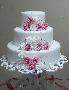 Foto de Bolo de Casamento Beautiful Wedding Cakes, Beautiful Cakes, Amazing Cakes, Cupcake Recipes, Cupcake Cakes, Foto Pastel, Purple Drinks, Cake Games, Wedding Cake Decorations