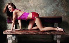 Sasha Alexander bottoms up in short shorts and strappy high heels ~ Best Celebrity Legs in High Heels