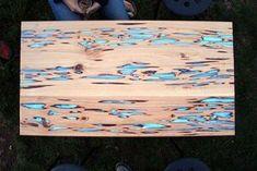 table-bois-resine-epoxy-phosphorescente-bleu-azur
