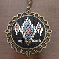 Tel kırma Bargello, Diy And Crafts, Crochet Patterns, Embroidery, Decor, Beading, Tejidos, Needlepoint, Decoration
