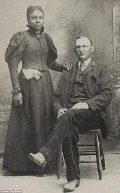 Century images capture brave interracial couples- Century images capture brave interracial couples Charles Meehan, a white Irishman and a Hester Meehan, who was born in Canada. Interracial Family, Interracial Marriage, Interracial Wedding, Mixed Families, Biracial Couples, Interacial Couples, Mixed Couples, Vintage Black Glamour, Black History Facts