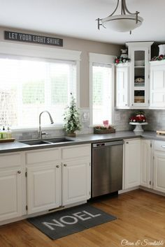 Beautiful+Christmas+home+tour+with+lots+of+great+decorating+ideas!+//+cleanandscentsible.com